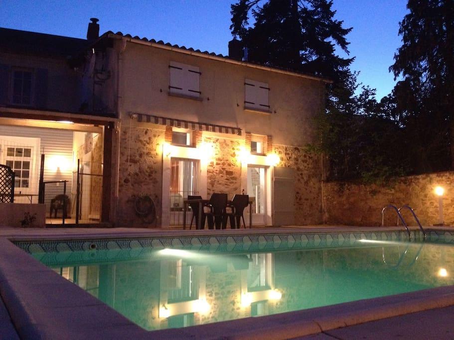 Maison familiale avec piscine houses for rent in la for Accessoire piscine la roche sur yon