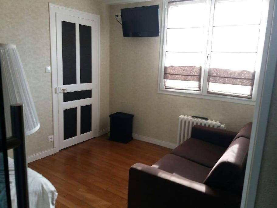 chambre avec salle de bain attenante priv e dijon houses for rent in dijon bourgogne franche. Black Bedroom Furniture Sets. Home Design Ideas