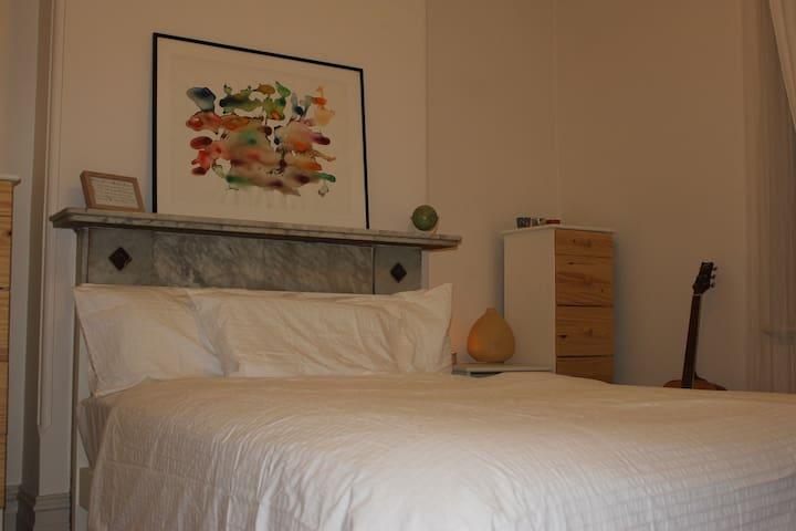 Double bedroom in lovely terrace - Stanmore - Ház