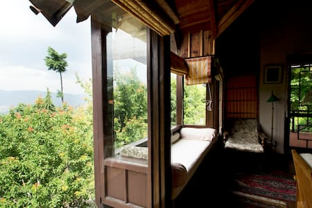 Himsukh: 3-bedroom cottage: Room #1 - Almora - Talo