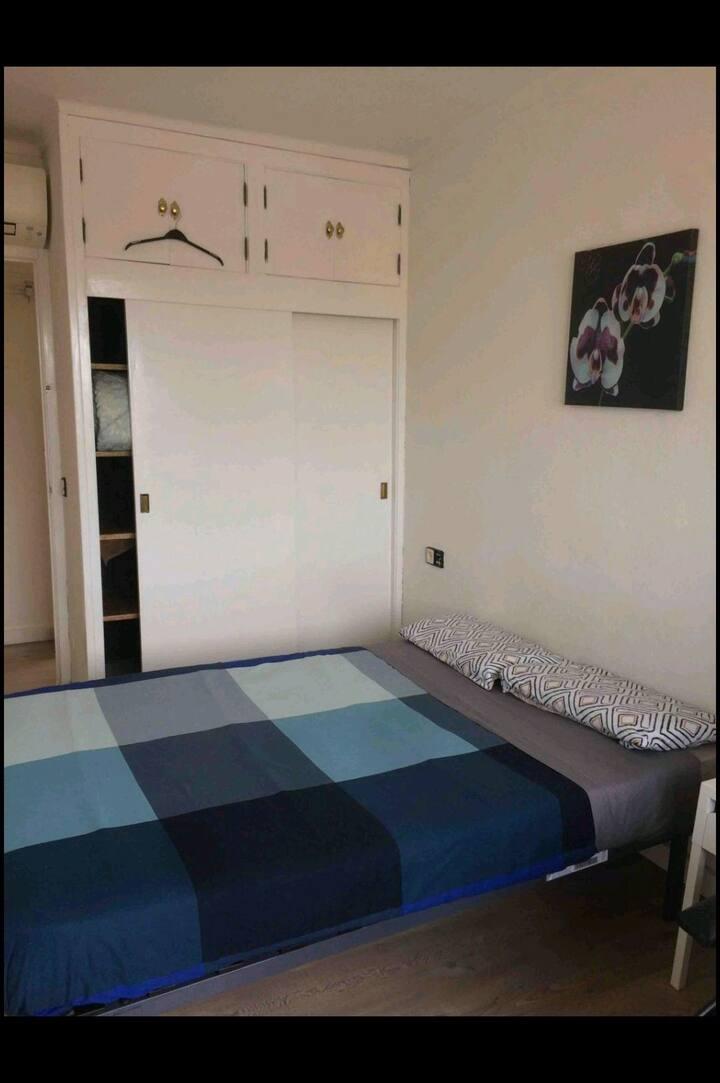 Room near airport-V