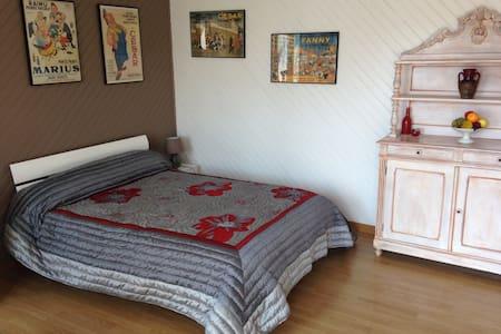 Studio au coeur d'un village calme - Saint-Bauzile - Bed & Breakfast
