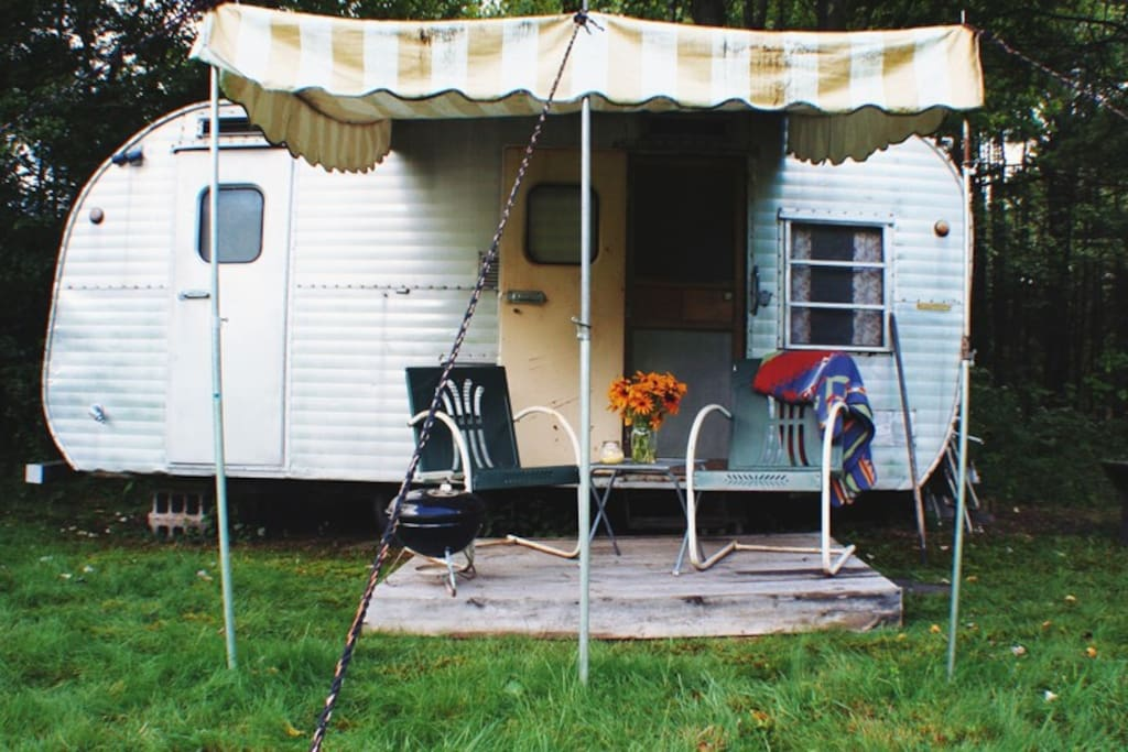Camp in a vintage canned ham camping cars caravanes louer narrowsburg - Location caravane vintage ...