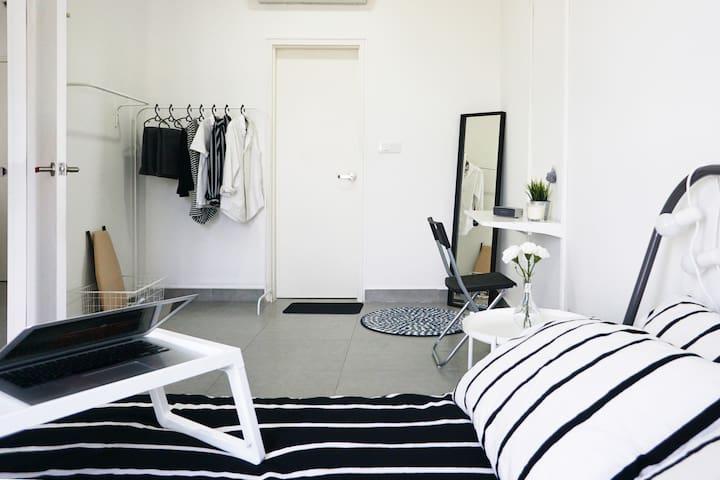 The Lilin   Basic In Style Studio   Wifi & Netflix