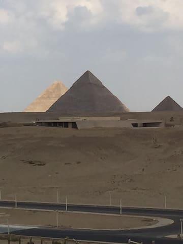 Unique art pyramids view apartment& transportation - giza - Apartamento
