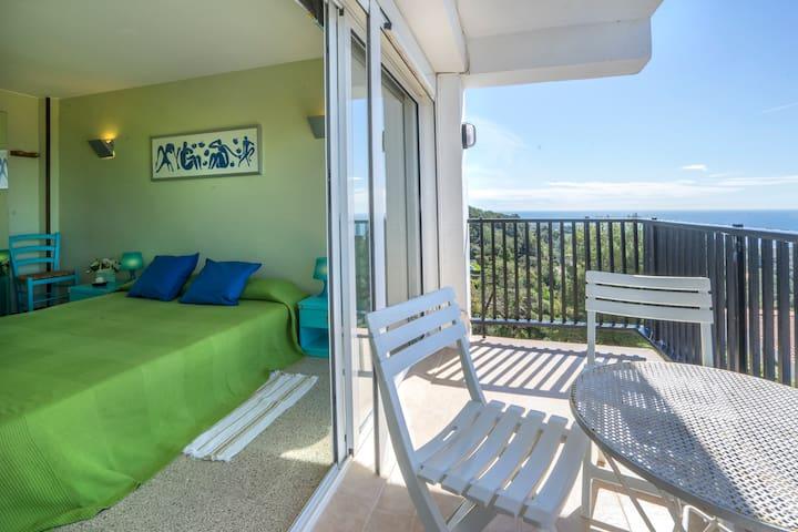 Incredible views, top location 100% apartment