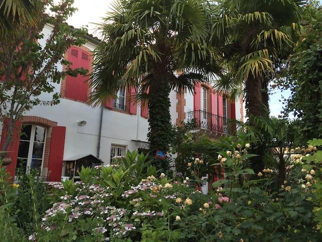 Villa 1900 dans le sud-ouest - Villeneuve-sur-Lot