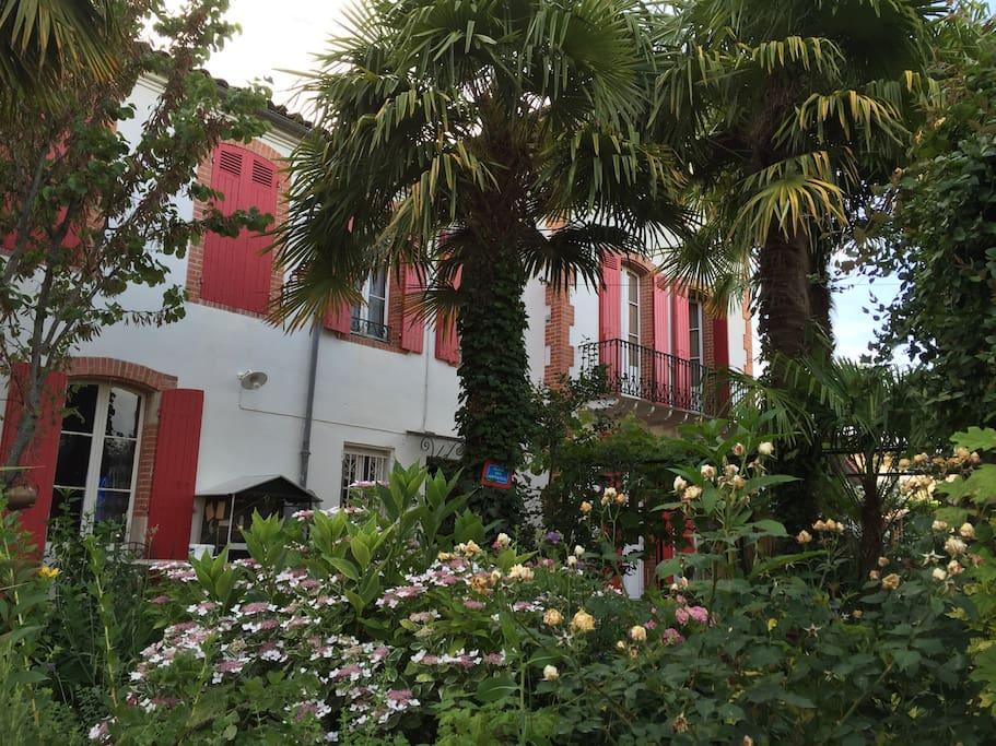 villa 1900 dans le sud ouest houses for rent in villeneuve sur lot aquitaine france. Black Bedroom Furniture Sets. Home Design Ideas