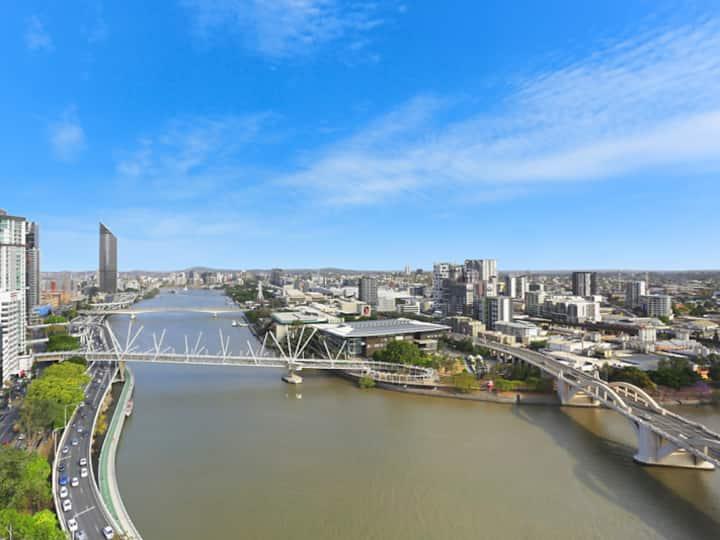 Penthouse level Riverview City Apartment