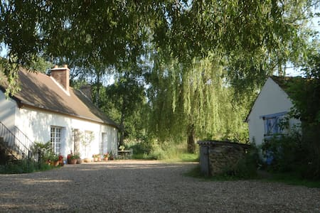 Loire Valley   17th Cent Farmhouse - Fougeré - Bed & Breakfast