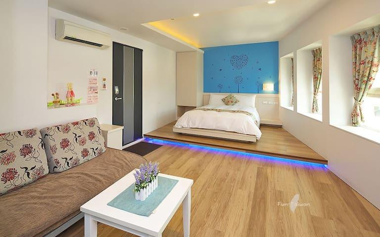 羅東夜市-哈妮的家 雙人房(3F-1藍色蜜語) 可加床