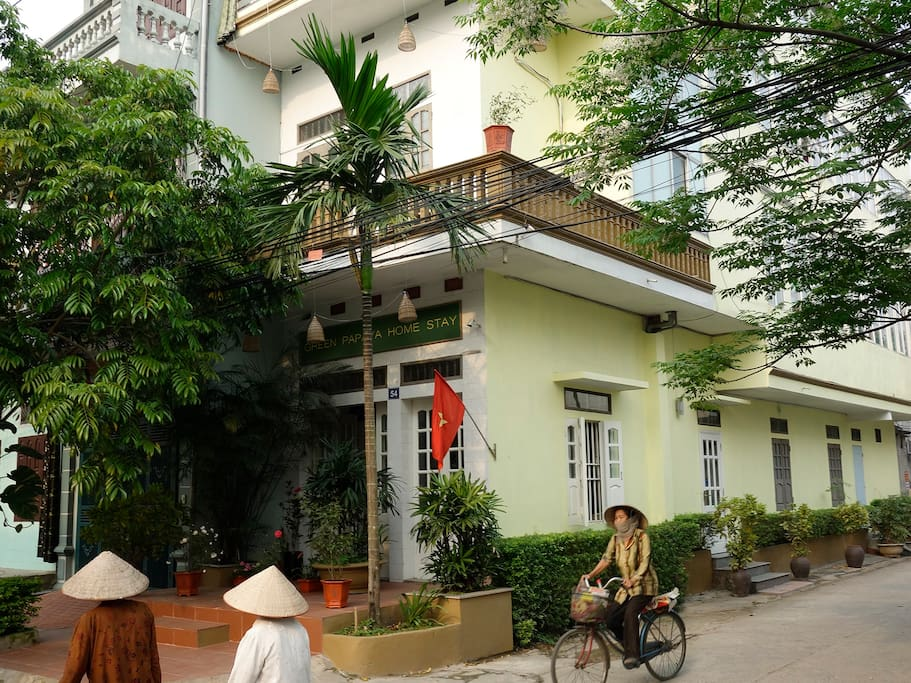Green Papaya home stay is located on a quiet leafy corner
