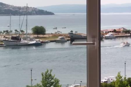 Sea view apartment, near beach, 2+2 - Omiš - Appartement