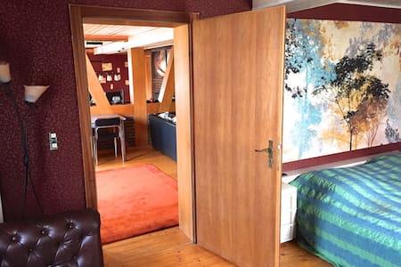 Große Altbauwohnung für Genießer - Eiterfeld - Appartement
