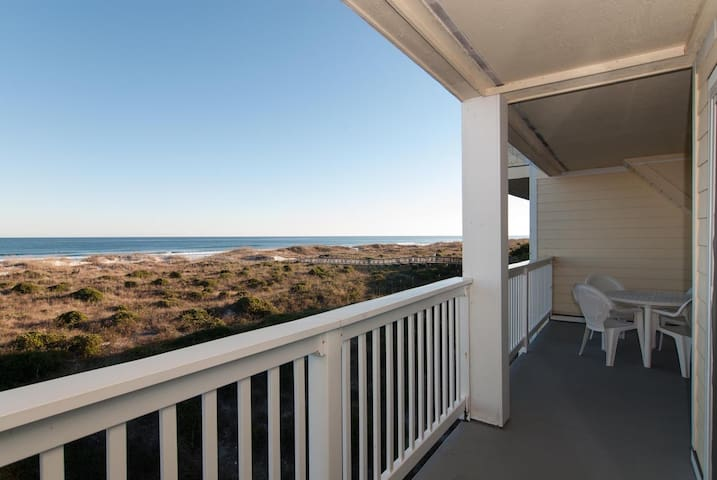 Parry-Experience a memorable vacation at this north end oceanfront condo