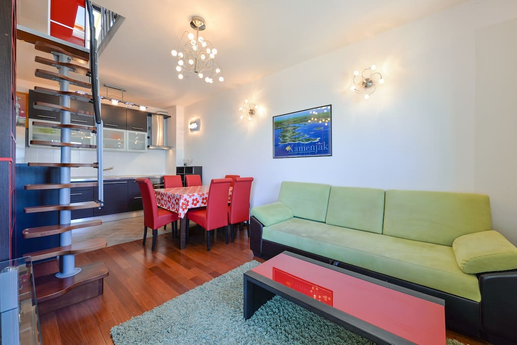 spacious living room with roll away sofa