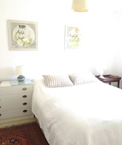 double room in family house - Tadley - Bed & Breakfast