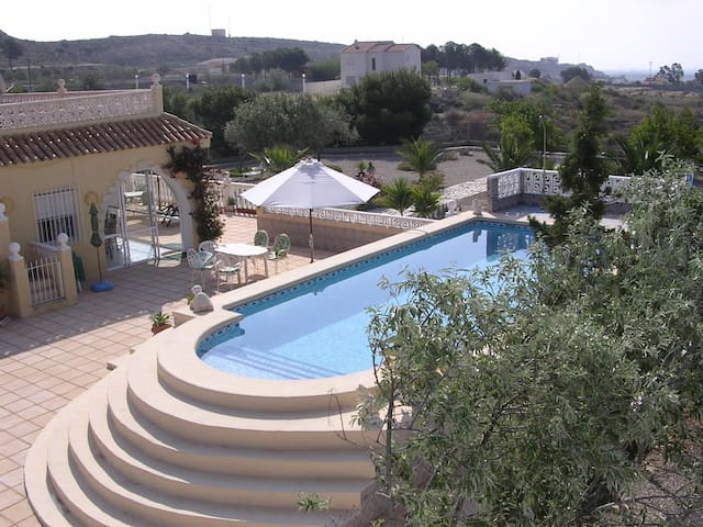 Summer residence with pool + garden - Alicante - Huis