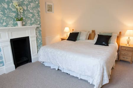 The Pinegrove B&B, Eastcliff - Bournemouth - Bed & Breakfast
