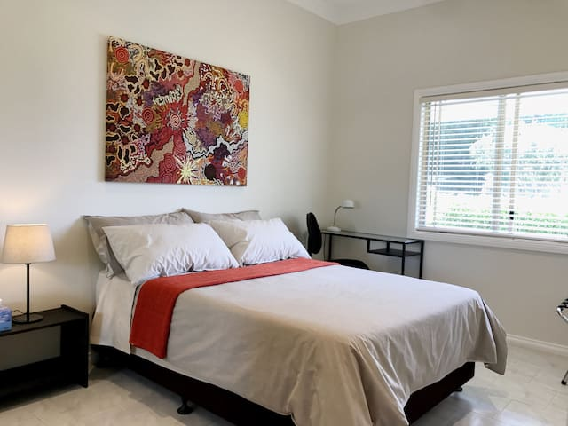 Lovely room near a Quiet Beach, Airport & Hospital - Kogarah - Casa