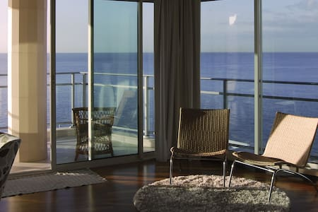 Oceanfront flat with balcony. w/ac. - Funchal