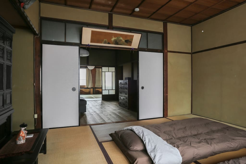 The view of whole WASHITSU which is combined with three rooms, tatami rooms and living room)