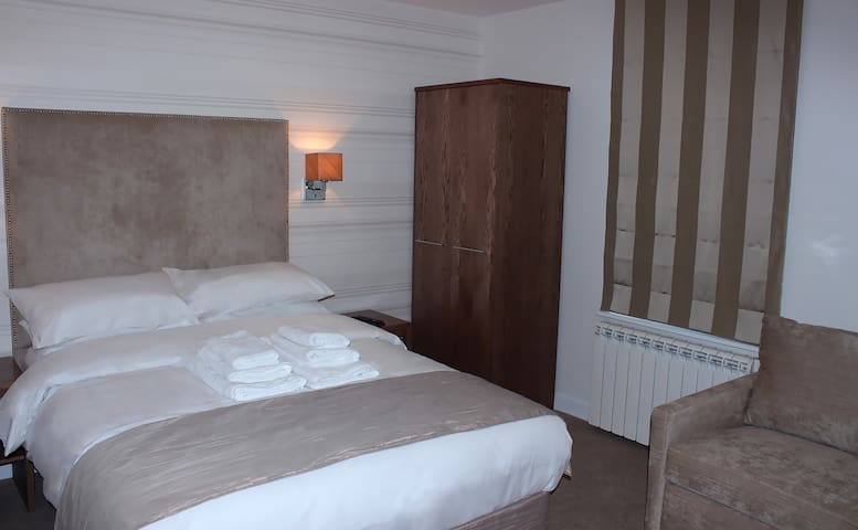 Room 3A. Family Room With Ensuite & Aircon
