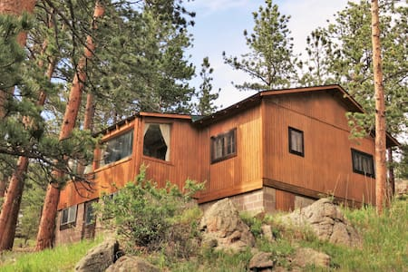 Mountainbrooks Boulder Cabin on 9 secluded acres