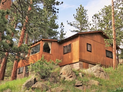 Mountainbrooks Boulder Cabin on 9 secluded acres