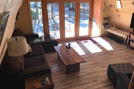 Quaint A-Frame Cabin close to Mt Bachelor