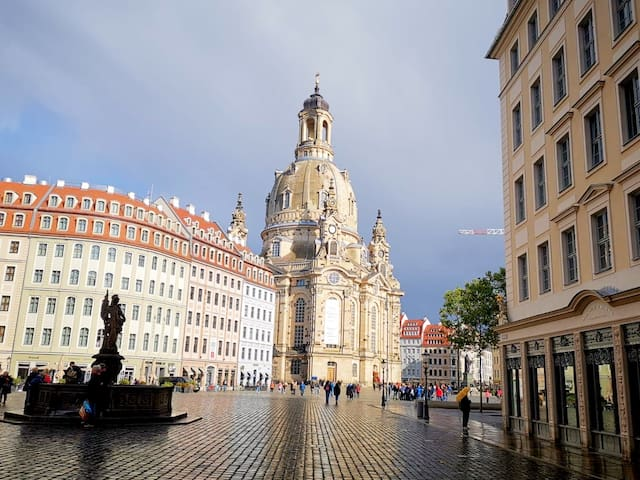 Residence at the Frauenkirche! + NETFLIX :)