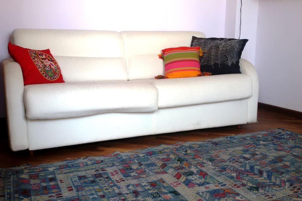 Comodo divano letto matrimoniale