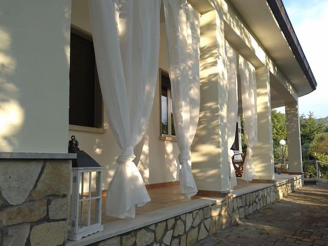 Relax e natura  a un passo dal mare - Lenola - Villa
