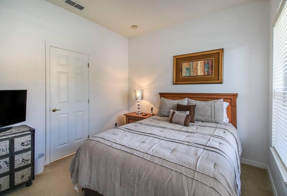 Bedroom 1, suite with queen size.