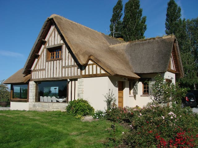 Chaumière de charme avec piscine - Tourgéville - Dům