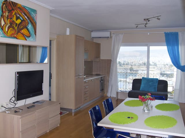Luxury 2 Bdrm Apt with Sea View in Athens for 7ppl - Pireas - Wohnung