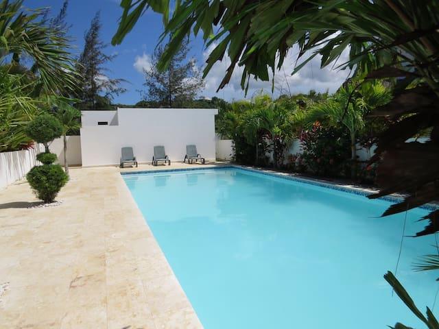 Amazing villa next to the beach, great condo !