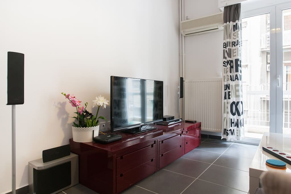 Smart TV with home cinema and Cable TV