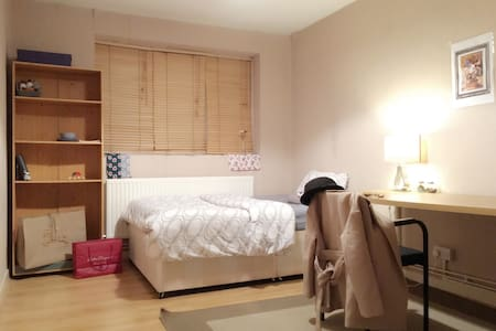 Double room in Central (girl only)