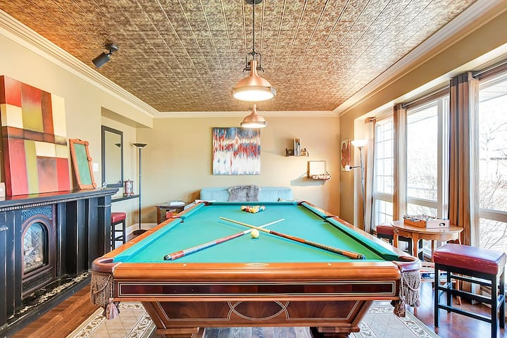 Cozy Retreat - pool table and gas fireplace!