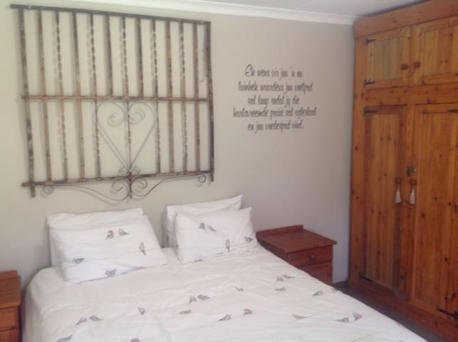 Country feel in the city - Germiston - Rumah