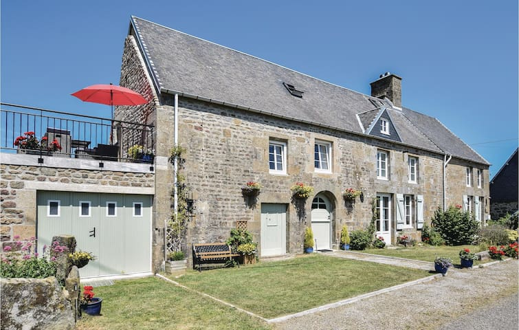 Semi-Detached with 3 bedrooms on 122m² in St-Michel-de-Montjoie