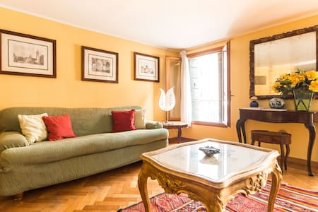 LOVELY FLAT NEAR ST.MARK AIR CONDITIONING