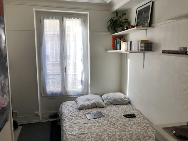 Small and cozy studio in the heart of Paris
