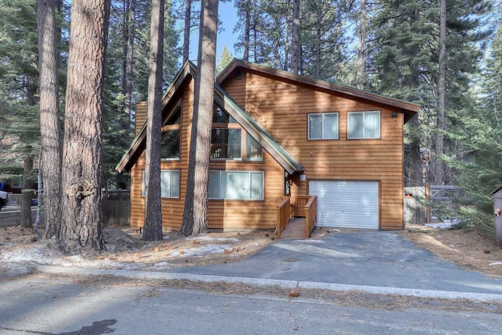 NEW LISTING! Mountain cabin w/ hot tub - close to skiing, hiking, & golf