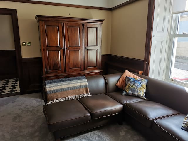 Large Private Suite - Howth Harbour