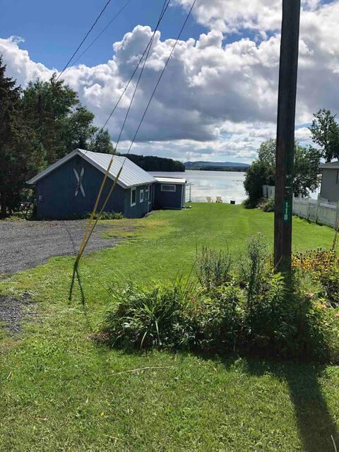 Serenity.... renovated cottage on Lake Champlain