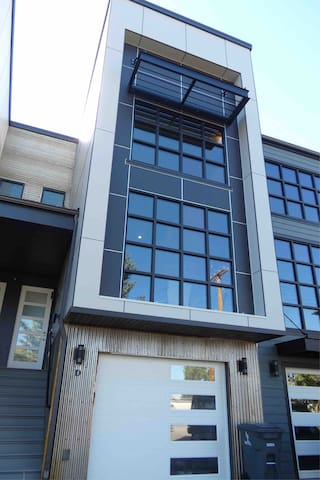 Modern 3BR - Central to Skiing, Hiking, Hunting