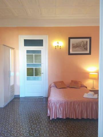 Preciosa habitación grande con balcón4