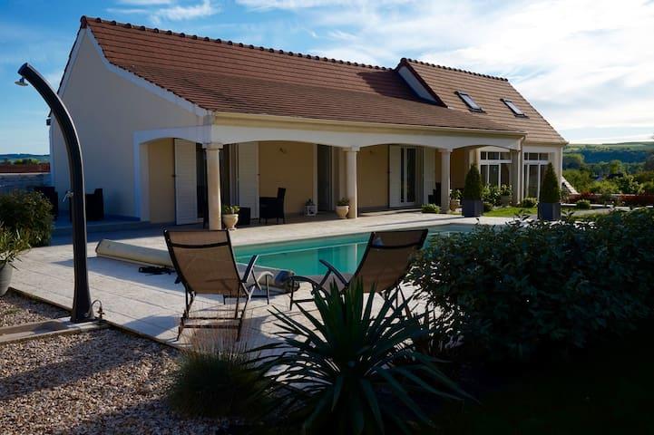 Charmante maison avec piscine, à 5mn Auxerre